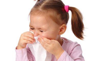 Если ребенок чихает и сопли - чем это лечить