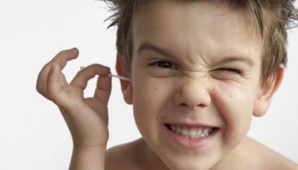 Почему образуется серная пробка у ребенка в ухе и как ее лечить?