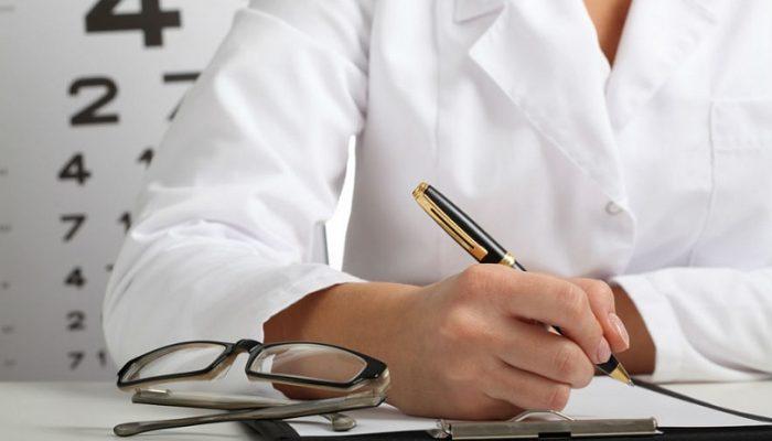 врач пишет