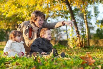 Можно ли при насморке и простуде гулять с ребенком?
