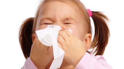 У ребенка постоянный насморк: причины и лечение