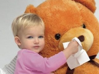 Можно ли гулять, когда ребенок болеет?
