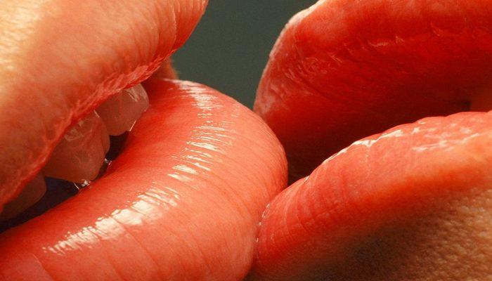 Передается ли гепатит через поцелуй в губы