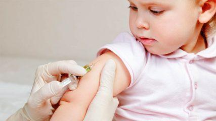 У ребенка температура после прививки