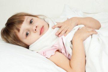 Чем обработать горло при ангине и простуде ребенку?