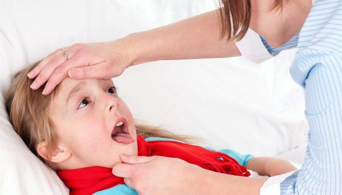 Чем обрабатывать горло грудному ребенку