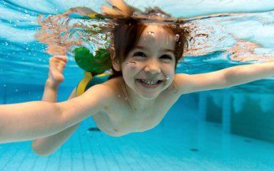 Можно ли плавать в бассейне с бронхитом?