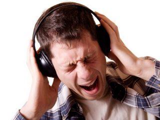 Портится ли слух от наушников?
