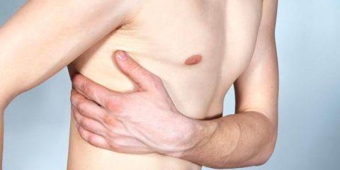 При чихании боль в правом или левом боку: причины