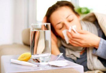 Почему нужно много пить при простуде?