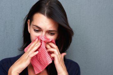 Почему при насморке появились сопли с кровью? Возможные причины и тактика лечения