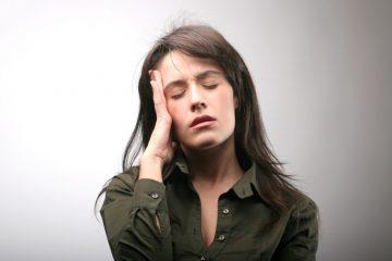 Почему хлюпает и чавкает в ухе при глотании и что делать? Отвечаем на тревожащие вопросы