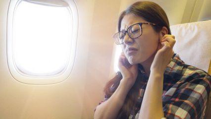 Отвечаем на вопросы: почему закладывает уши в самолете и как избавиться от этого чувства?