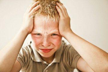 Что делать, когда у ребенка при температуре рвота и головная боль? Полезные советы