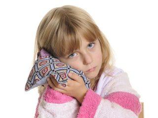 При отите можно ли греть ухо синей лампой или солью в домашних условиях?