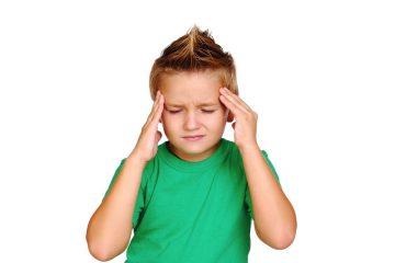 Почему у ребенка болит голова в лобной части и как проводить лечение?