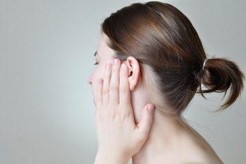 Причины, почему чешутся уши внутри и снаружи, а также лечение зуда