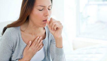Почему болит горло и возникает сухой больной кашель? Способы лечения