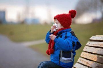 При бронхите можно ли гулять на улице ребенку: полезные рекомендации и мнение Комаровского